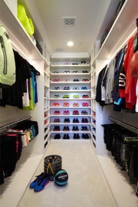 So many clothes.....